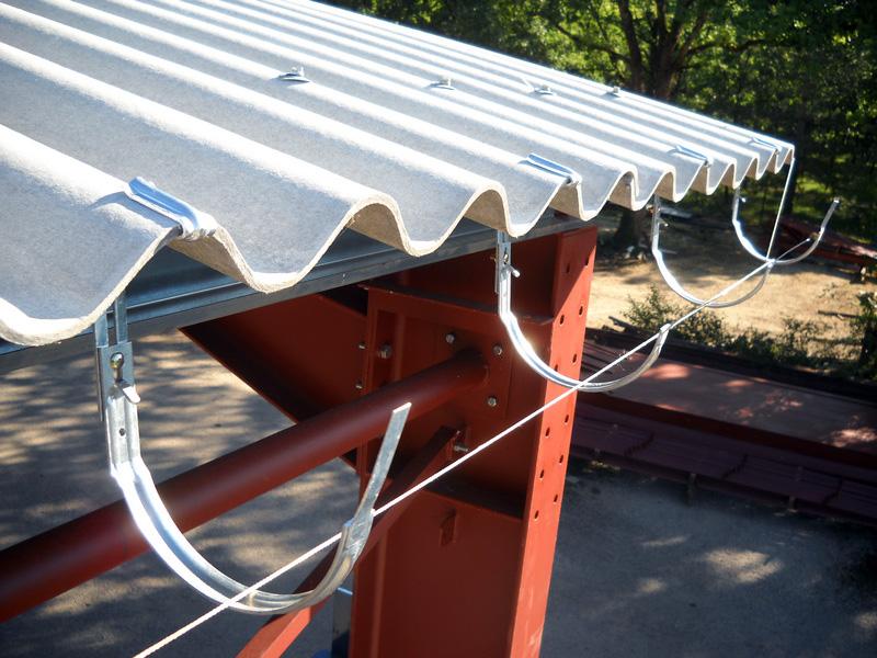 gouttiere pour toit en tole rev tements modernes du toit. Black Bedroom Furniture Sets. Home Design Ideas